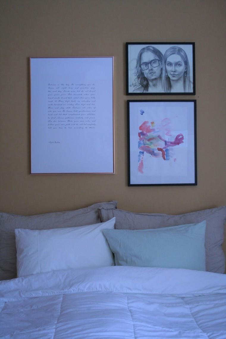 makuuhuone rintamamiestalo valkoinen okra oranssi untuvapeitto